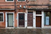 Pro laufender Meter eine Hausnummer, Venedig, Italien, 08.04.2019 © by akkifoto.de